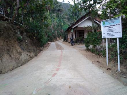 Pembangunan Rabat Jalan RT 18 RW 04 Dusun Mojo